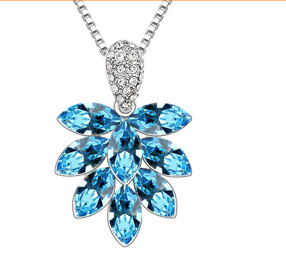 Korean jewelry Austrian crystal necklace female flowers and a tree pendant necklace jewelry fashion jewelry gift shop loved ones(China (Mainland))
