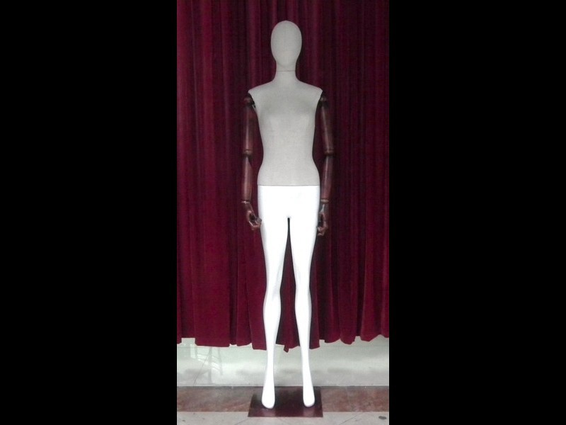 The  Environmental protection materials FRP wrappes linen noble full-body female mannequins