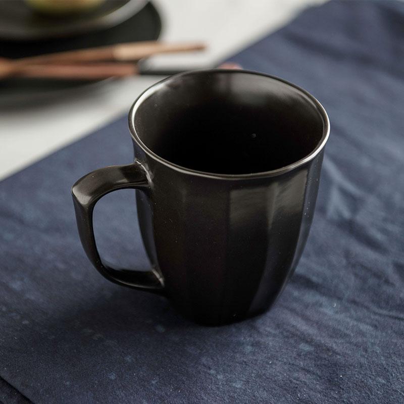 Creative Brief Japanese Drinkware Mugs Ceramic Pottery Porcelain Coffee Tea Milk Mug Cup with Handgrip Black Couples Cup Gift(China (Mainland))