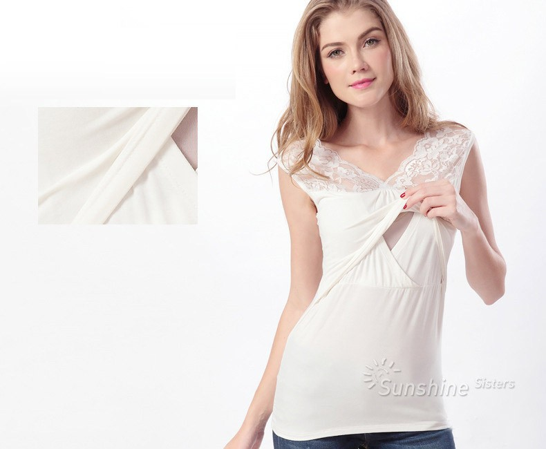 Carefully selected from top nursing clothing designers like Boob Design, Mothers en Vogue, Majamas, our nursing top collection brings you the best in fashion, fit and functionality. Many of our nursing tops can also be worn during pregnancy.