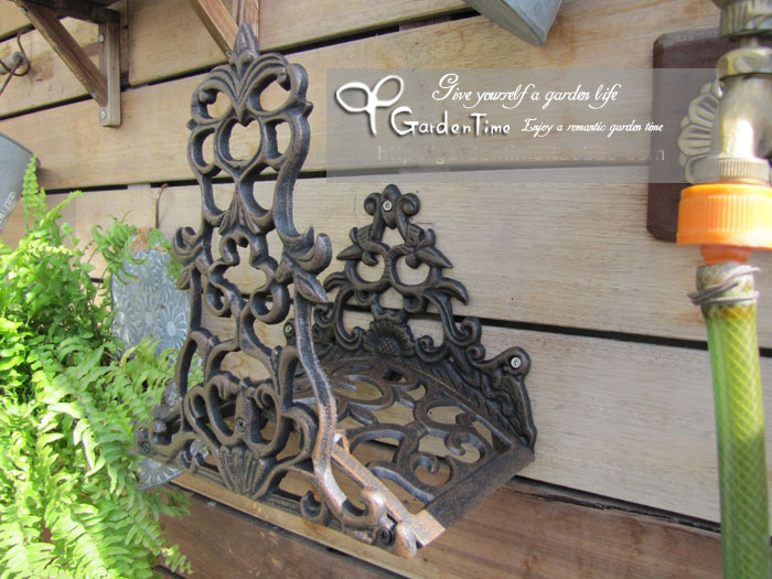 2015 garden wall mounted hose holder cast iron hose hanger for Rustic home decor suppliers