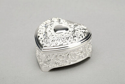 Silver plated fashion heart shaped wedding decoration for Heart shaped engagement ring box
