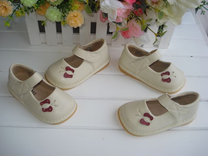 Big Discount Baby Girl Squeaky Shoes Beige with Small Butterfly Toddler Girl Shoes Fist Walkers Leather Shoes free shipping(Hong Kong)