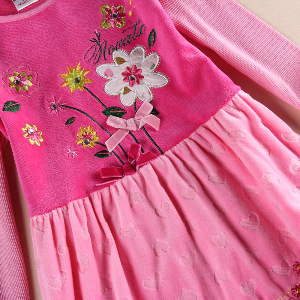 Embroidered baby clothes beauty