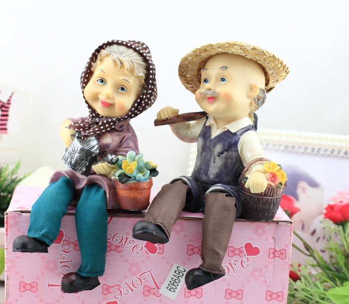 Garden Figures happiness happy A pair of old people Resin cloth doll ornaments legs Birthday gift home decoration(China (Mainland))