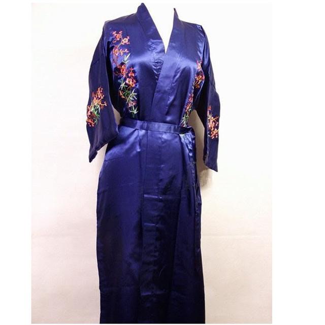 Темно-синий сатиновый халат с вышивкой (цветы) в китайском стиле. Размеры L-3XL. ...