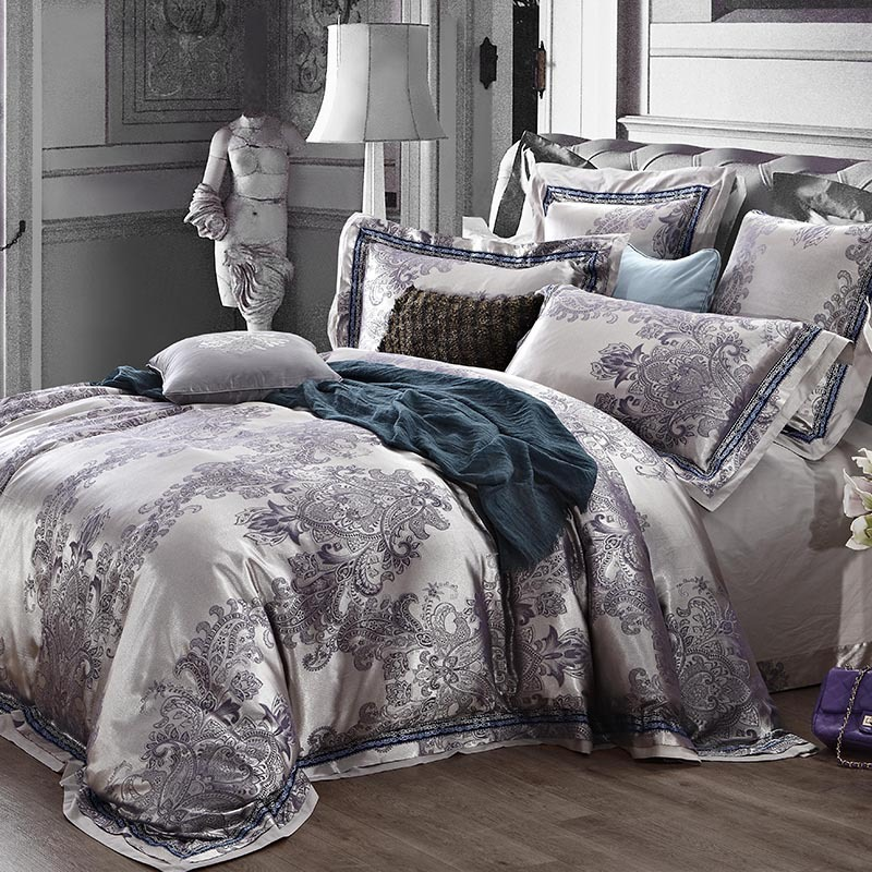 Duvet Covers Queen. Queen Duvet Cover. The comfort of sleeping in a queen bed isn't complete without a queen duvet cover from Pacific Coast®. Designed to keep your down comforter clean and in pristine condition for a longer period of time, Pacific Coast® duvet covers give you more than you can need to make your bedroom the perfect place to rest.