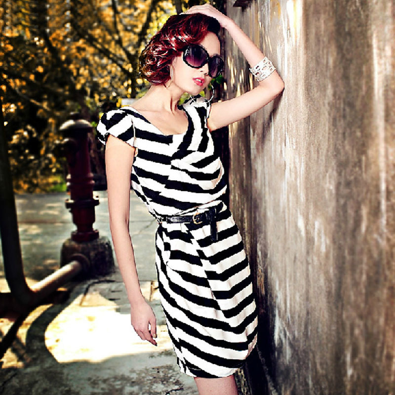Small moonstone V-neck black white stripe slim hip short-sleeve silk dress one-piece - KEY LI's store