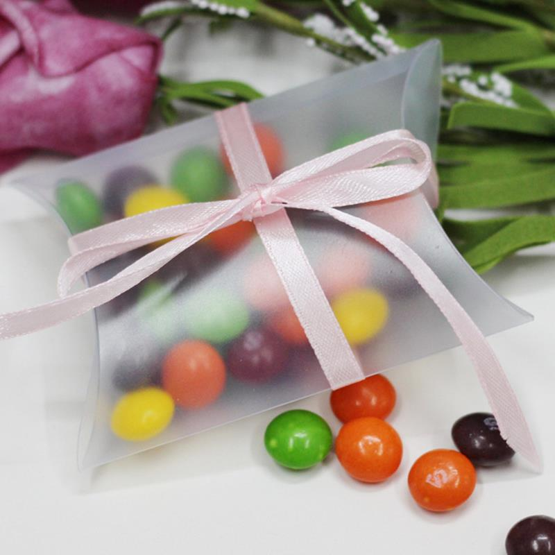 100Pieces/lot Wedding gifts for guests Kraft Pillow Shape Wedding Favor Gift Box ,Party Matte PVC Candy Box Wholesales(China (Mainland))