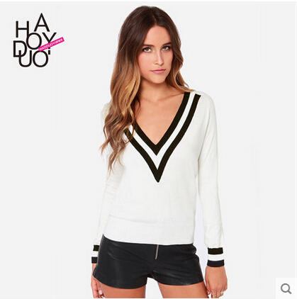2015 Spring women sweater hit color knitted V-neck pullover sweater black white striped long-sleeved loose pullovers haoduoyi