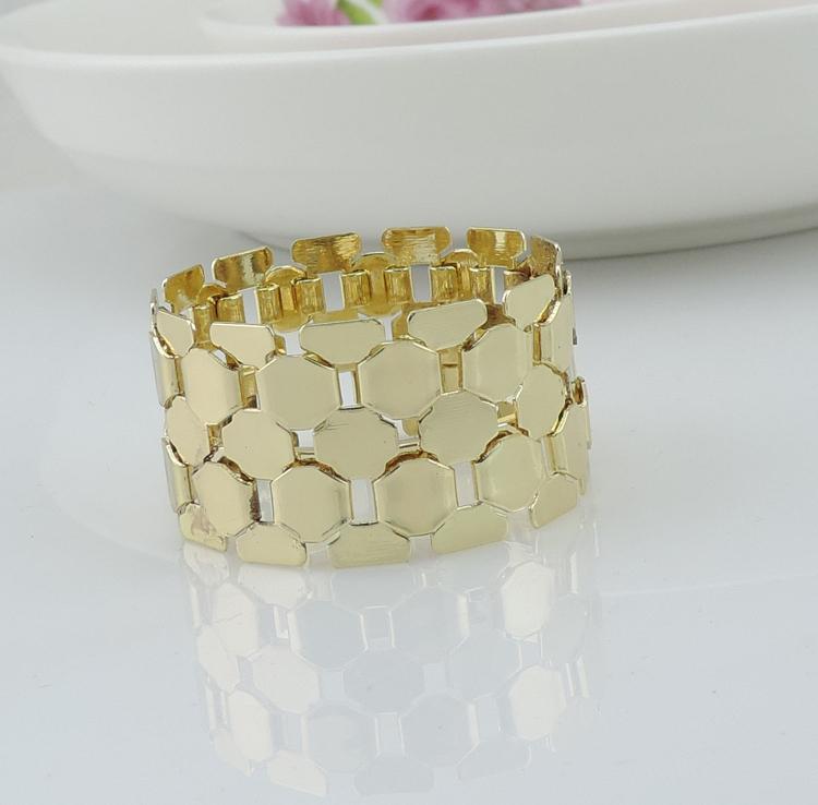 Tangpan 50pcs Gold Metal Bulk Napkin Rings Decorative Napkin Holder for Weddings Party Decoration(China (Mainland))
