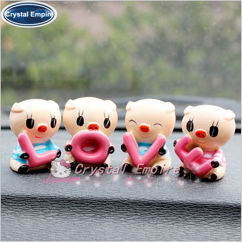 """4PCS Auto Supplier """"LOVE"""" Lovely Pig Car Decoration Auto Ornament Resin Couple Doll Car Interior Accessories For New Year Gifts(China (Mainland))"""