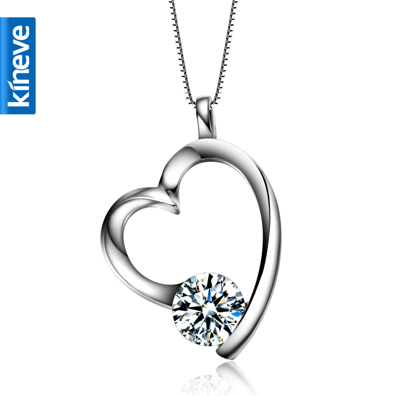Types of women's necklaces Choose a necklace based on your clothing or sense of style. With so many different types of necklaces available, you can accessorize outfits .
