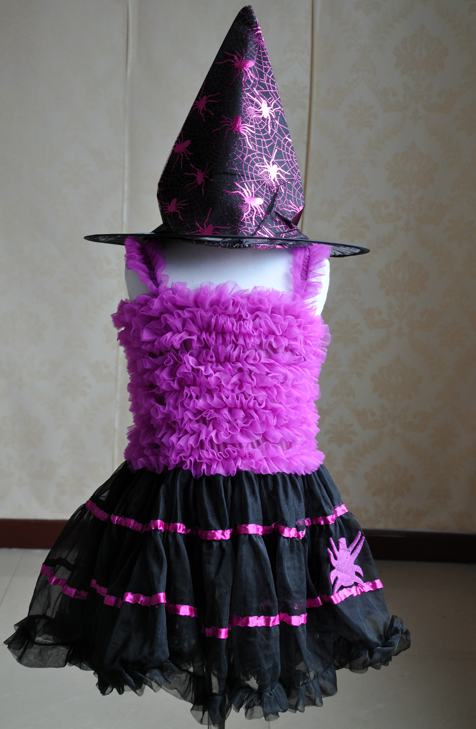 Halloween witch costumes kids little girls costumes (hat is included)(China (Mainland))