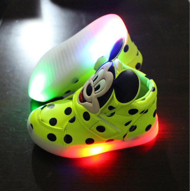 Мода мальчики девочки световой кроссовки Минни детей детей led мигает освещение ребенок повседневная обувь