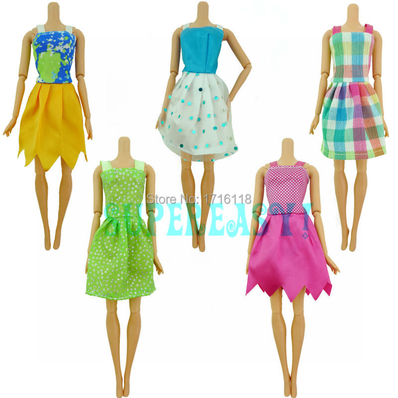 Sizzling Promote Present Set = 5 Pcs Combine Kinds 2016 Latest Lovely Handmade Occasion Garments Trend Gown For Barbie Doll Youngsters Woman Toys