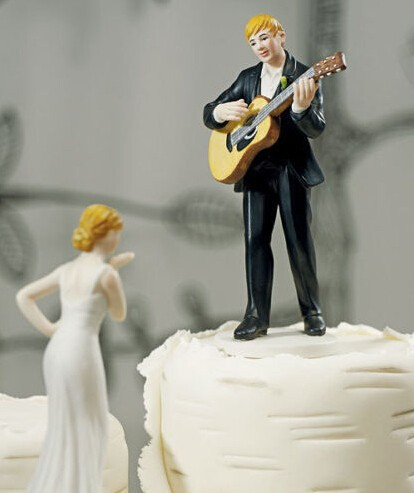 Guitar holding groom and bride figures funny wedding cake toppers wedding supplies CAKE DECORATION(China (Mainland))