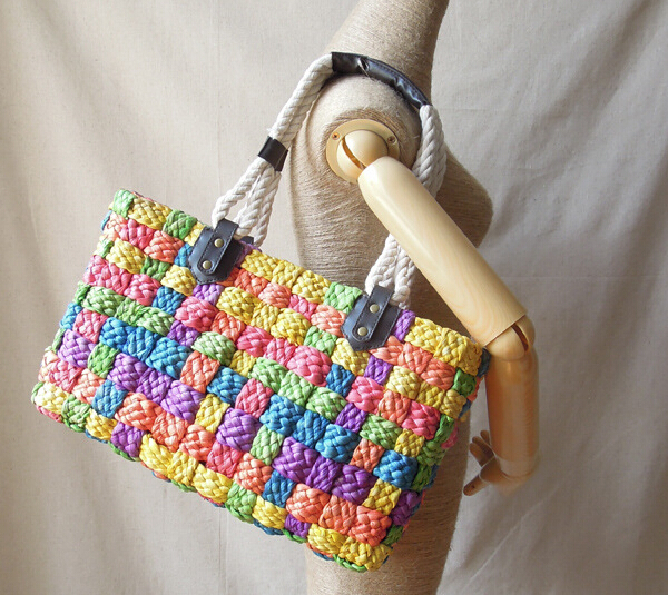 Corn bran hand-woven color cube beach bag straw bag beautiful colored casual personality handbags rainbow large shoulder bagB16(China (Mainland))