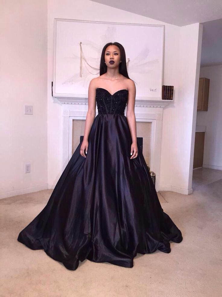 Elegant 2015 black ball gown sweetheart backless formal evening gown lace appliques beaded court train party dress vestidos()