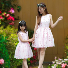 New Fashion Women Lace Dresses Family Clothing Dresses for Mummy Daughter Girls Summer Dresses Family Matching Dress Beige Pink