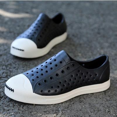 Tamancos novos Homens Sapatos Cut-outs Apartamentos Sandálias de Praia Casuais Masculinos Respirável Sapatos Unissex Mulheres e Homens Sandálias 30(China (Mainland))