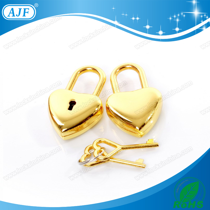 AJF A01-X018 Promotional gold Heart shape lock and heart shape keys nice for diary or necklace pendant(China (Mainland))