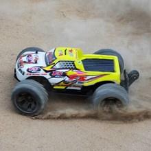 Fs racing 53633 1:10 2.4gh 4wd brushless monster truck rc  Giocattolo per adulti o bambini giocattoli con 7.2 v 1800 mah ni-mh  Batteria(China (Mainland))