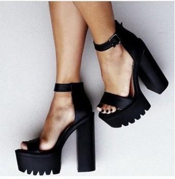 Chunky Heel Platform Shoes - Qu Heel