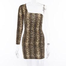 Colysmo платье на одно плечо со змеиным принтом, Женское зимнее эластичное облегающее короткое сексуальное платье, вечерние Клубные платья с п...(China)