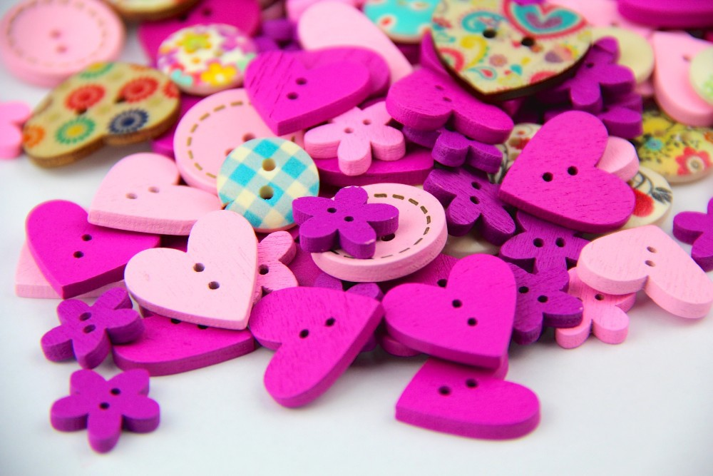 ETYA 100PCS DIY 2 holes wooden buttons pink and purple mix shapes scrapbook clothes wood button for craft sewing scrapbooking(China (Mainland))