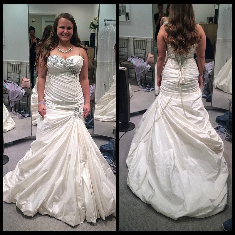 Custom made plus size wedding dress mermaid style pleats for Mermaid style wedding dresses with bling