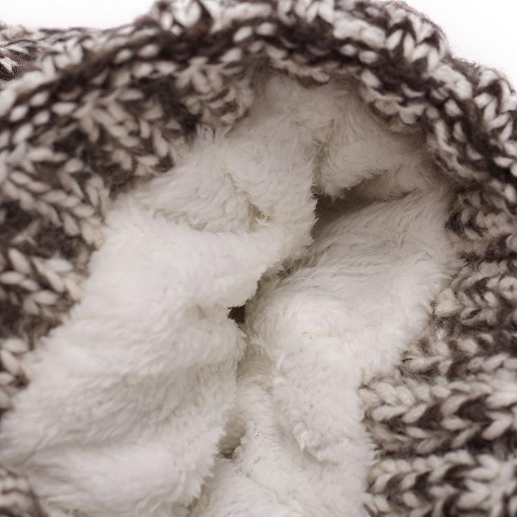 Qualidade chapéus de inverno para mulheres quente Beanie macio Womens com pele Pompom Crochet malha tampas capô quente
