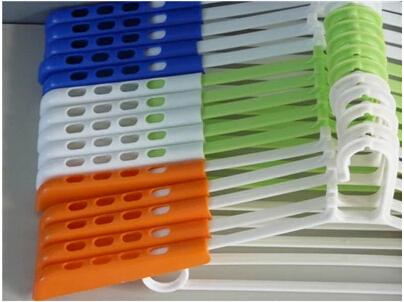 5pcs/lot hot sale adult hanger 35cm-52cm plastic scaling hanger thin clothes rack hangers for clothes(China (Mainland))