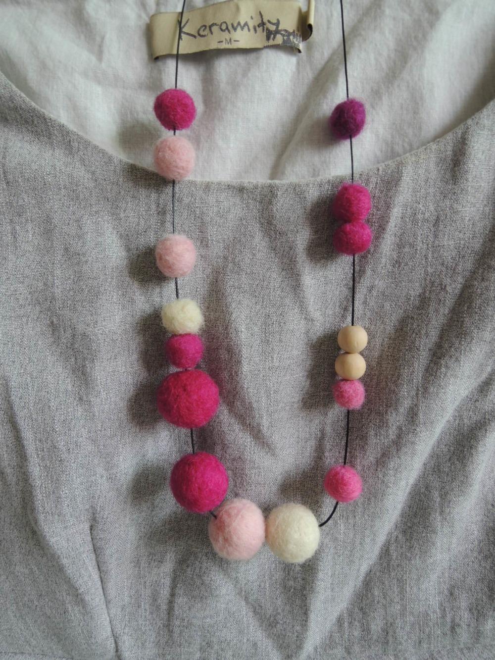 Felt necklace ball beaded Fushia pink cream color felt ball wooden beaded necklace free design NW1713(China (Mainland))