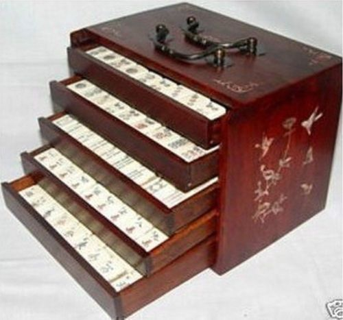 144 Tiles Bamboo Mah Jong Set and Rosewood box(China (Mainland))