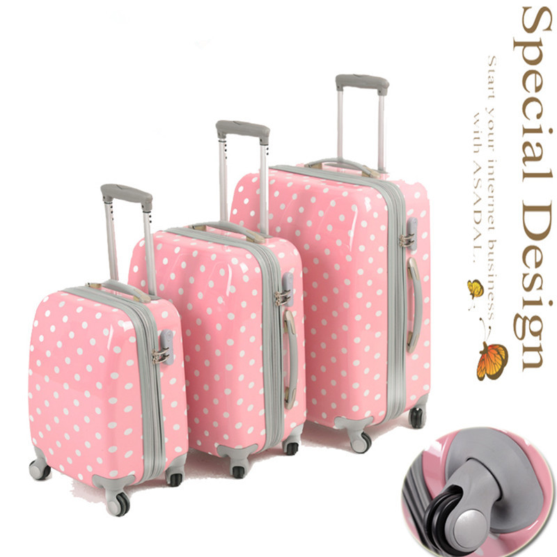 CUTE MEDIUM/LARGE SUITCASE on The Hunt