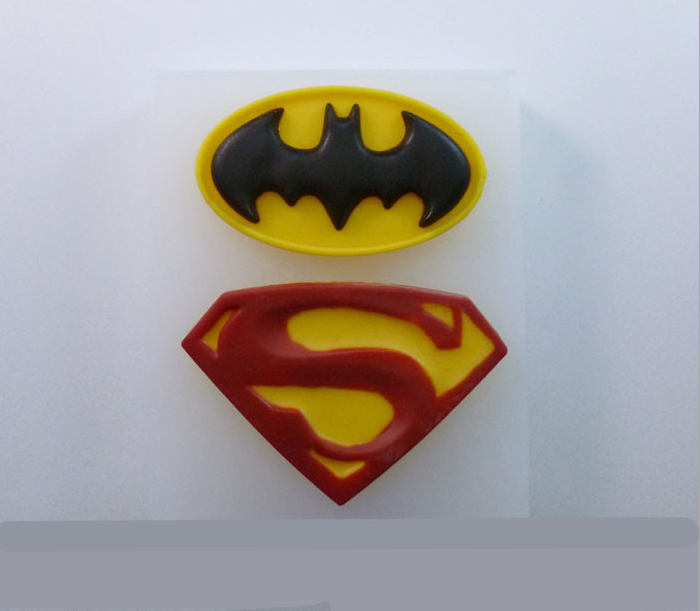 Free Shipping Hot Sale Superman & Batman LOGO Fondant Silicone Mold Chocolate Mould Ice Cube Ice Cream Makers(China (Mainland))