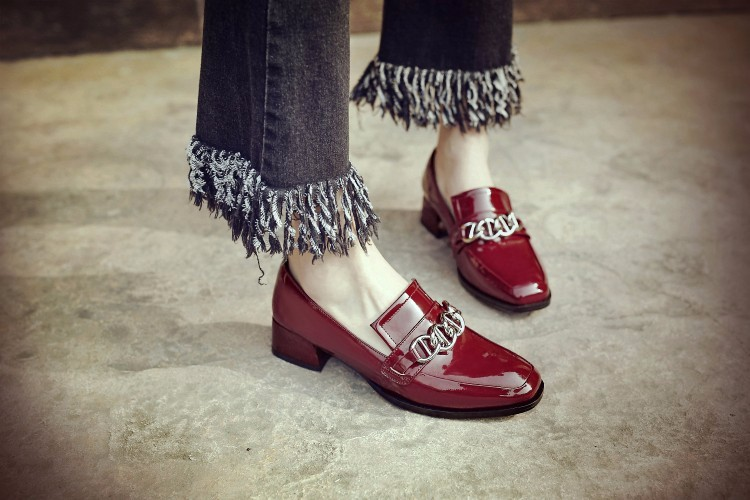 Patent leather Flat Oxford Shoes Woman Flats 2017 Fashion Chain Decoration Brogue Oxfords Women Leather shoes moccasins