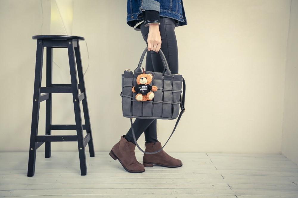 Woven Pattern Bear Ornament Ladies Designer Handbag Women Classy PU Hand Bag Fence-like Large Handbag Casual Shoulder Bag