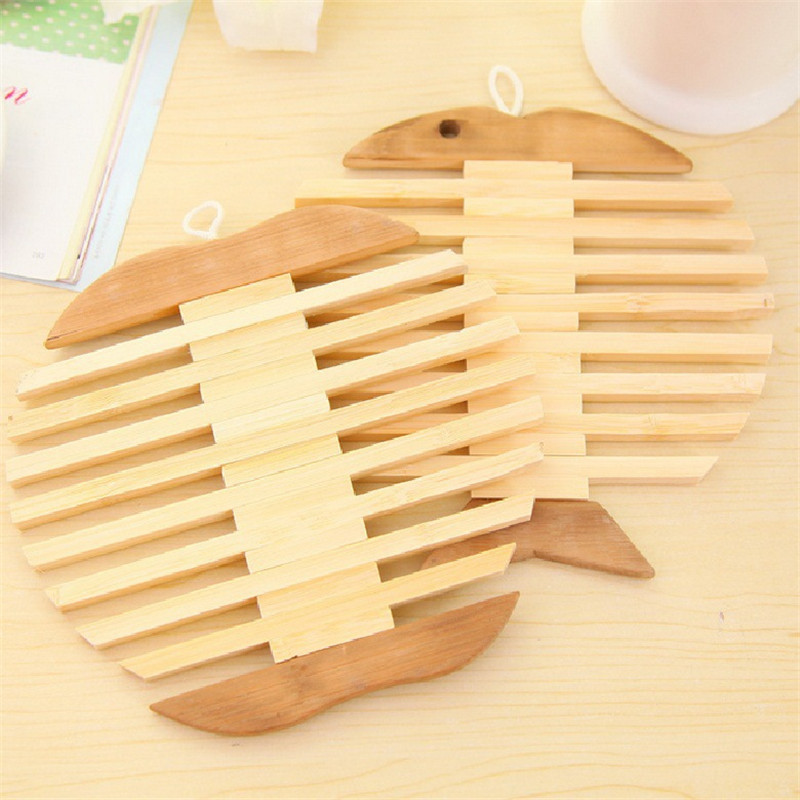 4 Pcs Apple/Fish shape Dining table With wood Placemat Heat Resistant Mat Kitchen Accessories mat Disc pads(China (Mainland))