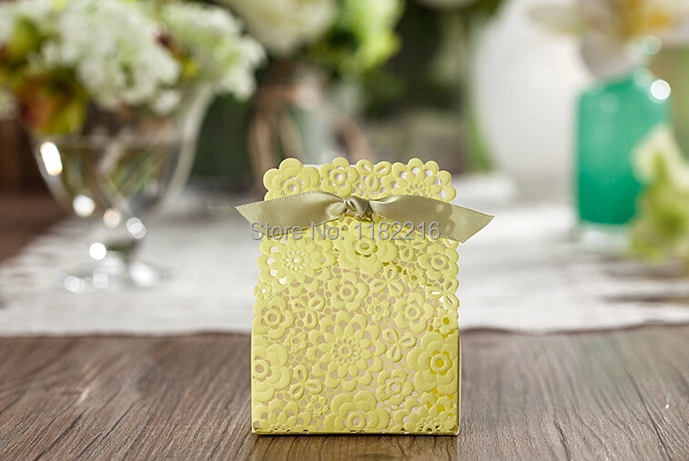 2015 New 30 Pcs Romantic Charming Pierced Lace Flower Wedding Candy Box With Ribbon Gift Paper Boxes Wedding Favor Free Shipping(China (Mainland))