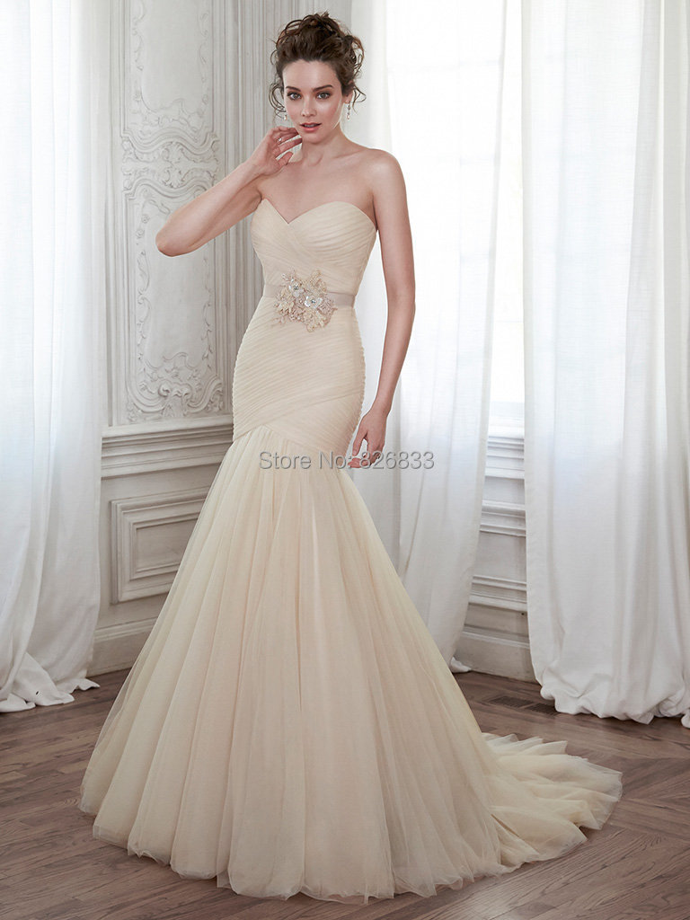 Romantic sweetheart neckline bodice corset champagne tulle for Sweetheart neckline wedding dress