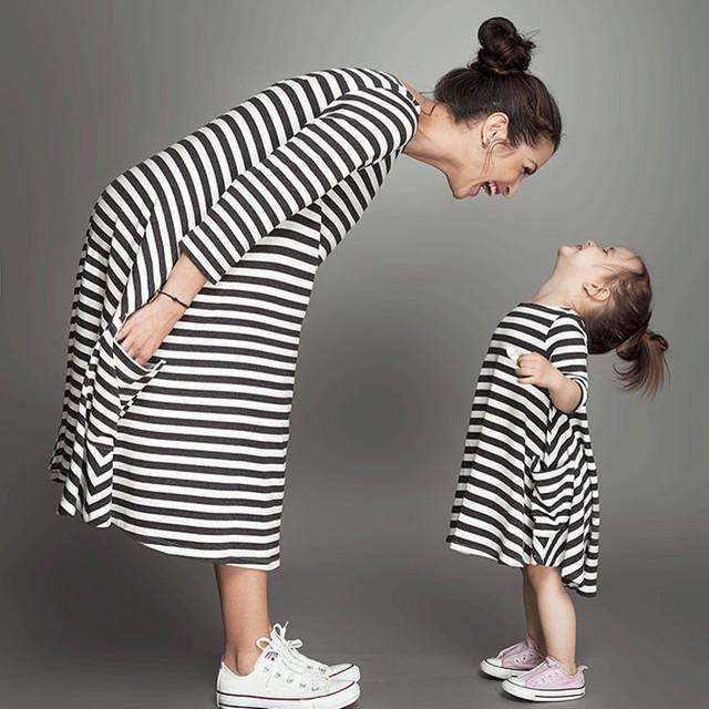 2016 мать дочь семья платья посмотрите , соответствующие одежды мода лишенный платье свободного покроя одежда девочка наряд с длинным рукавом
