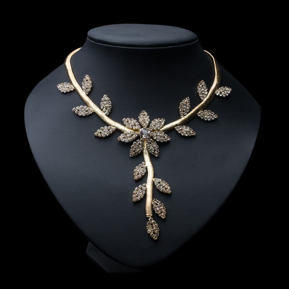 Free shipping New fashion gold Leaves Flowers necklace section of clavicle chain fashionable luxury socialite women accessories(China (Mainland))