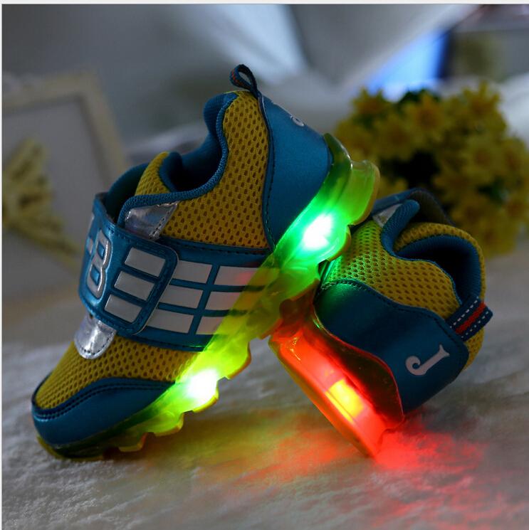 Детская обувь / 2015 новый из светодиодов мигать обувь для детей, мальчики и девочки воздухопроницаемой сеткой свободного покроя обувь, дети обувь со светом