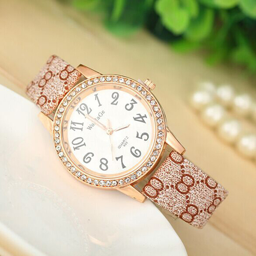 Ladies fashion watches, 2015 new female table, fashion leisure, elegant set auger,round face, leather strap, the girl's favorite(China (Mainland))