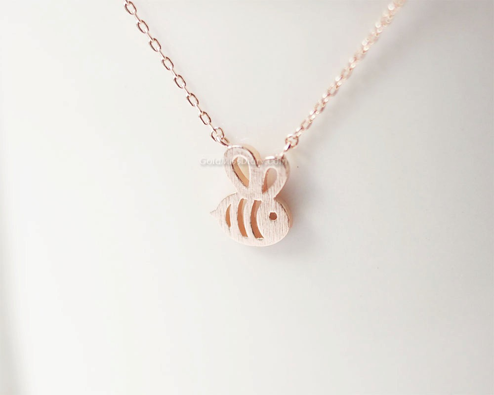 1pcs fashion Dainty simple everyday super cute girl bee pendant women Honey Bee Necklace darling sweet Jewelry(China (Mainland))