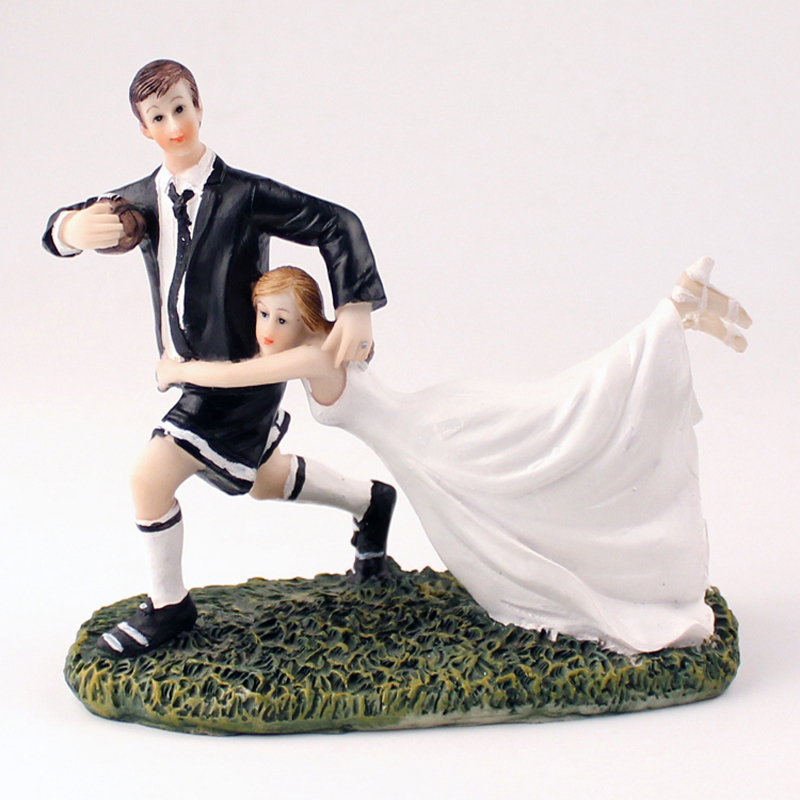 Wedding Cake Toppers American Football Love Match Bride Groom Couple Figurine Resin Dolls Wedding Decoration Present Cake Stand(China (Mainland))