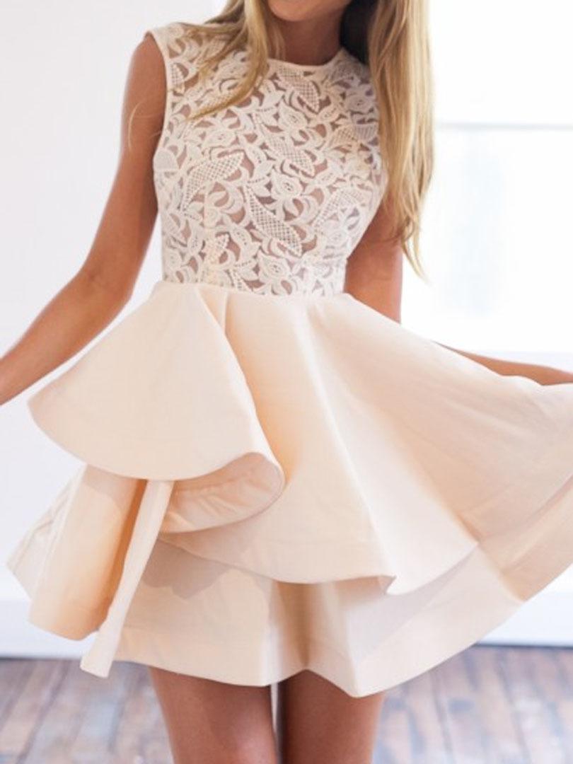 Платья бежевые с кружевом