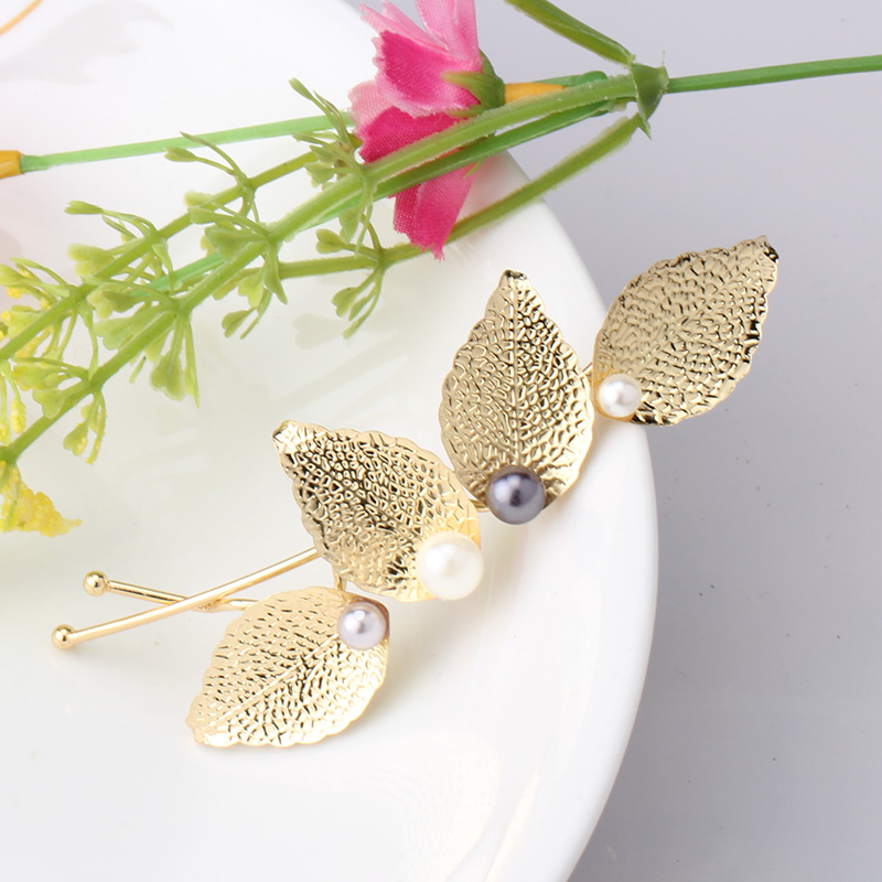 Vintage Leaf Shaped Hairpins in Women Hair Accessories Hair Pins Metal Pearl Hairgrips Hair Stick Wedding Headwear for Female(China (Mainland))